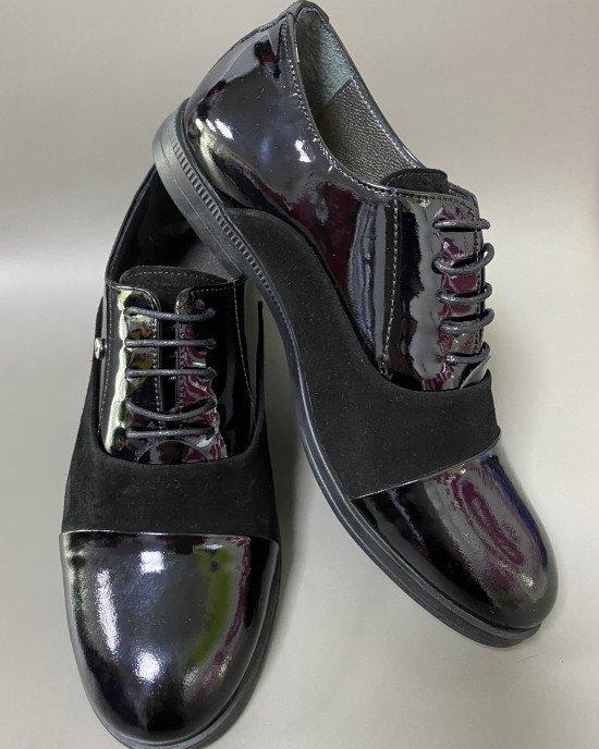 Туфли со вставками из лаковой кожи