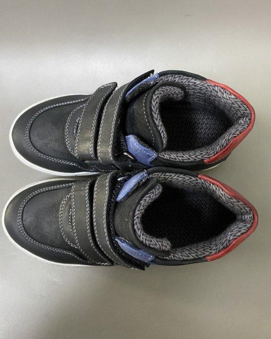 Ботинки на липучках из натуральной кожи черного цвета