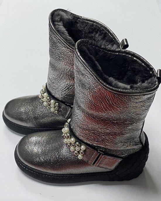 Сапоги из натуральной кожи с мехом серебристого цвета с декором