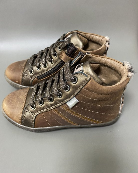 Ботинки демисезонные коричневые на шнурках и замочке