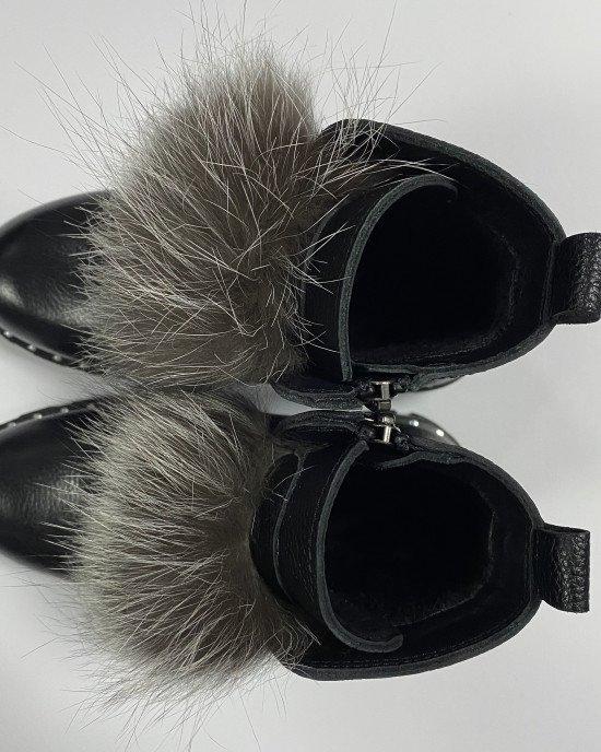 Ботинки из натуральной кожи с мягкой ворсистой подкладкой и декором из натурального меха