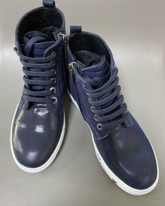 Ботинки из мягкой натуральной кожи с белой подошвой