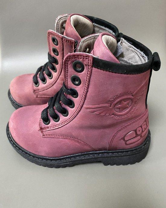 Ботинки высокие, цвета фуксии, на замочке и шнурках из натуральной кожи