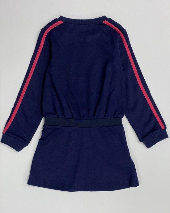 Платье синее с цветными буквами и широкой резинкой на поясе