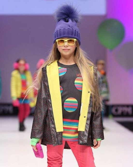 Платье - туника графитового цвета с многоцветными полосами