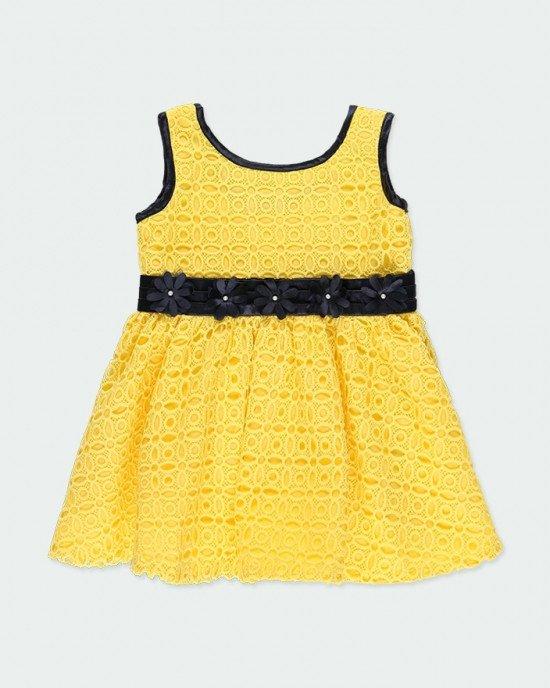 Платье Chic кружевное желтого цвета с синей атласной лентой на поясе