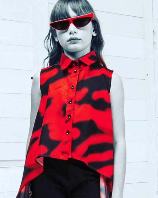 Туника - рубашка асимметричного кроя красно - черного цвета