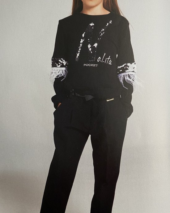 Свитшот Chic черного цвета расшитый пайетками и перьями