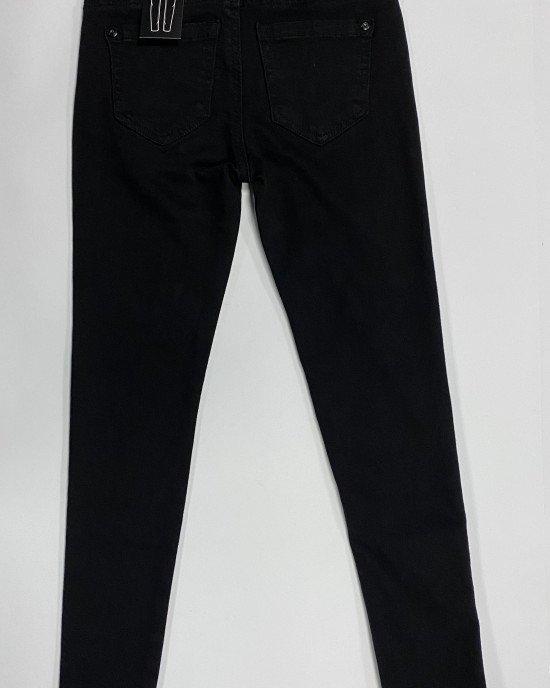 Джинсы SLIM черного цвета с цветными нашивками