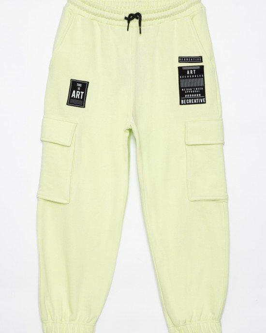 Брюки спортивные лимонного цвета с накладными карманами