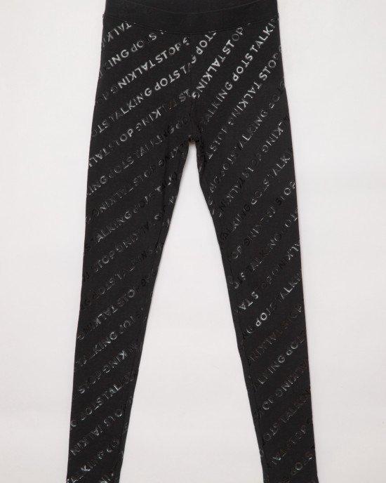 Леггинсы черного цвета с принтом из черных блестящих букв