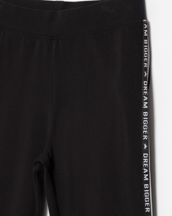Леггинсы черного цвета с лампасами в виде текста и полос