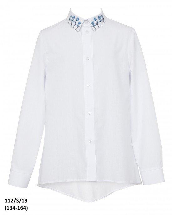 Блуза на пуговицах с вышивкой на воротнике