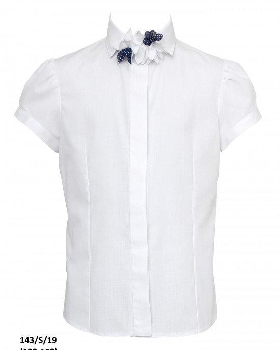 Блуза на пуговицах с коротким рукавом и декором на воротнике