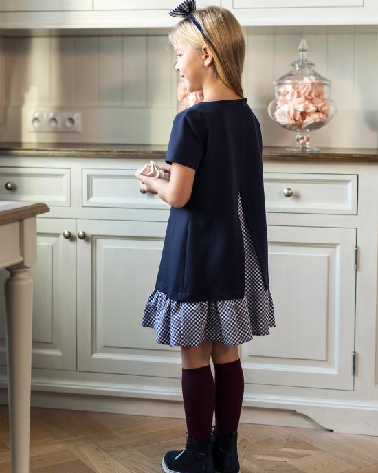 Платье школьное с декоративной вставкой