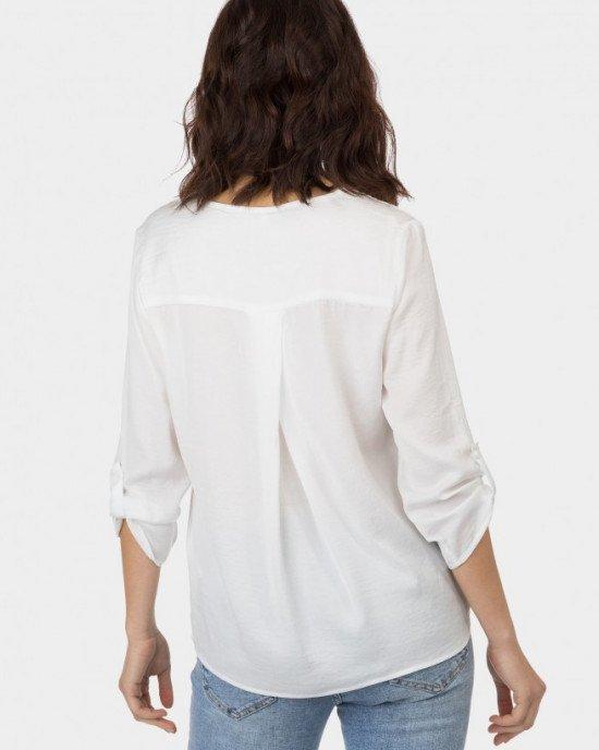 Блуза из легкого материала кремового цвета