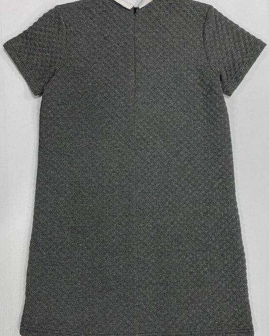Платье из фактурной серой ткани с белым воротником