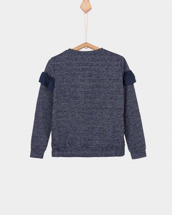 Джемпер темно-синего цвета с воланом