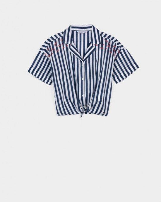 Рубашка укороченная в бело - синюю полосу