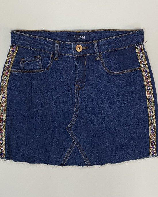 Юбка из синей джинсовой ткани с лампасами из цветных камней и цепочек