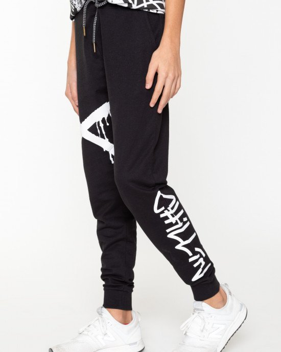 Штаны спортивные черного цвета с белыми надписями