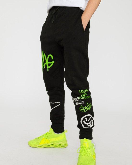 Штаны спортивные черного цвета в яркий принт