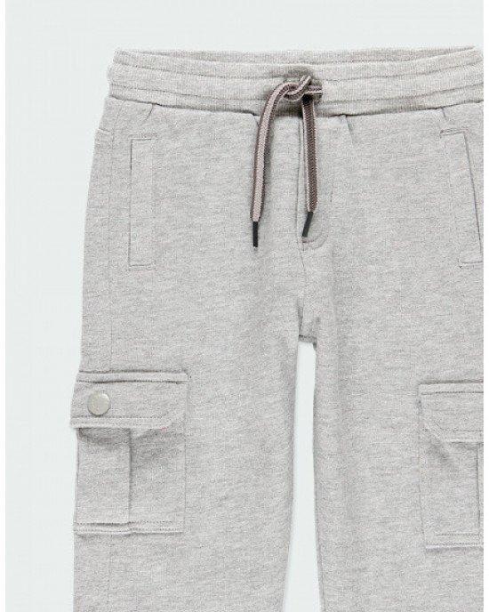 Брюки спортивные серого цвета с накладными карманами