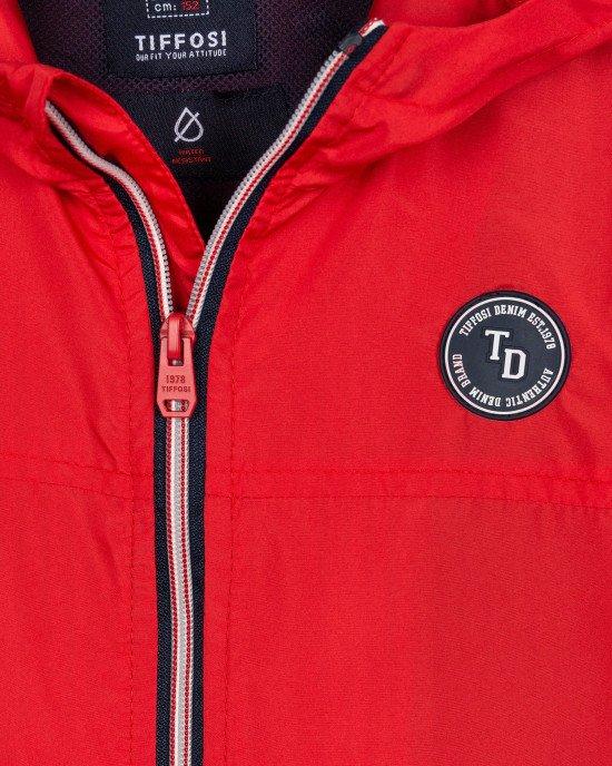 Куртка - ветровка красного цвета с капюшоном