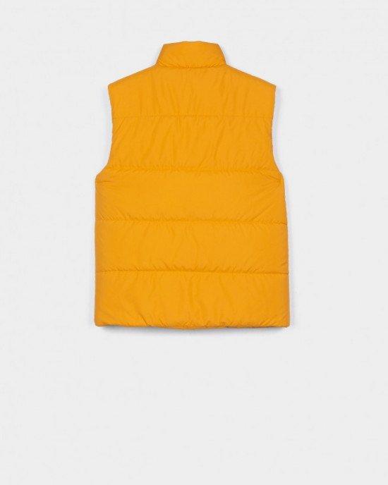 Жилет желтого цвета с логотипом