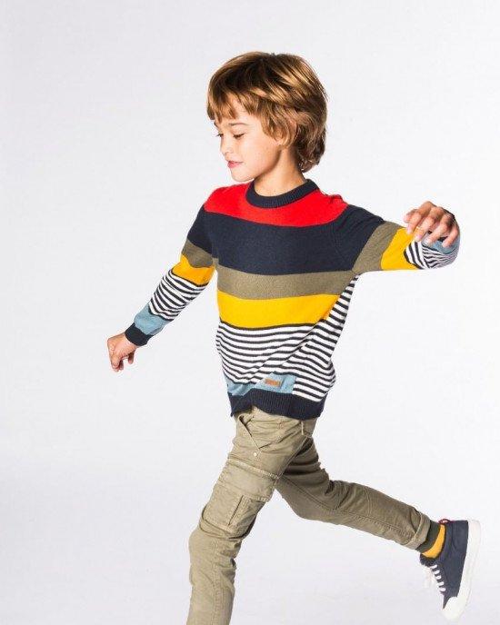 Джемпер в широкую и узкую разноцветные полосы