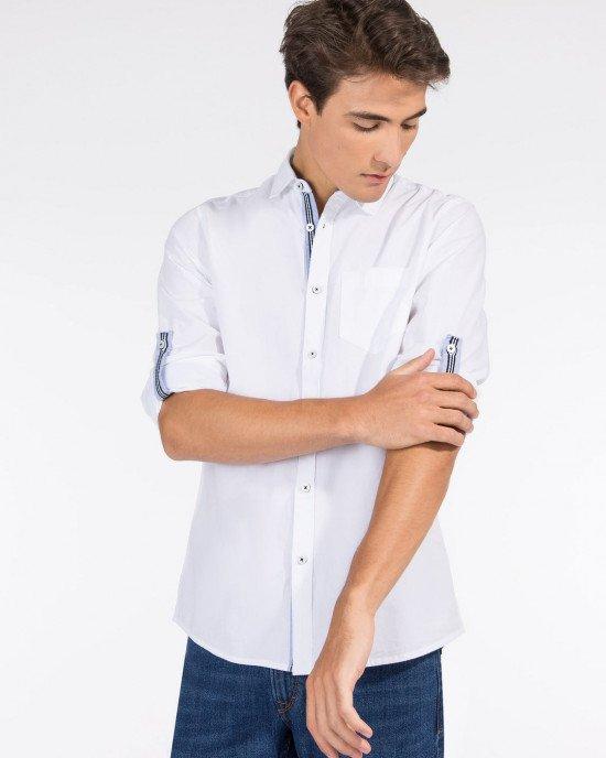 Рубашка с длинными рукавами белого цвета и голубыми вставками