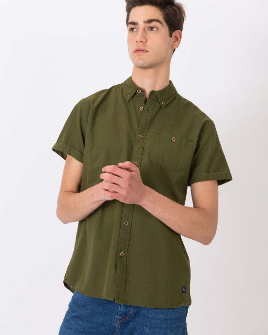 Рубашка Regular Fit оливкового цвета с короткими рукавами