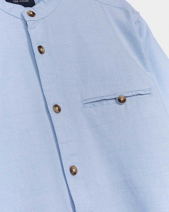 Рубашка с круглым воротом голубого цвета