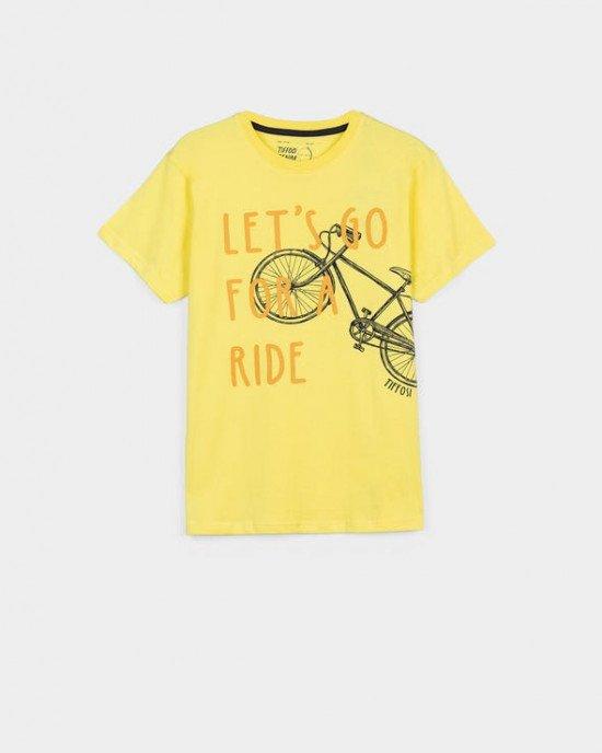 Футболка желтого цвета с рисунком и надписью  Let`s go for a ride