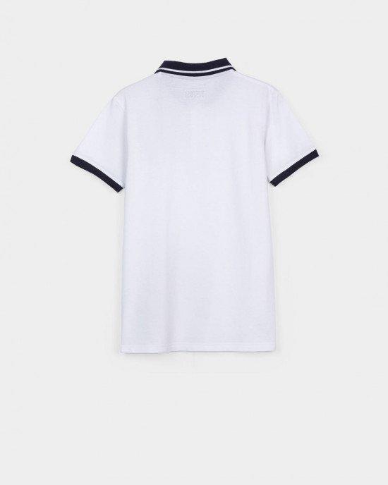 Футболка - поло белого цвета с синим воротником