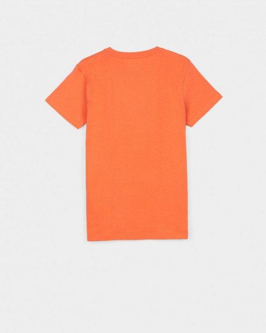 Футболка оранжевого цвета в цветной принт