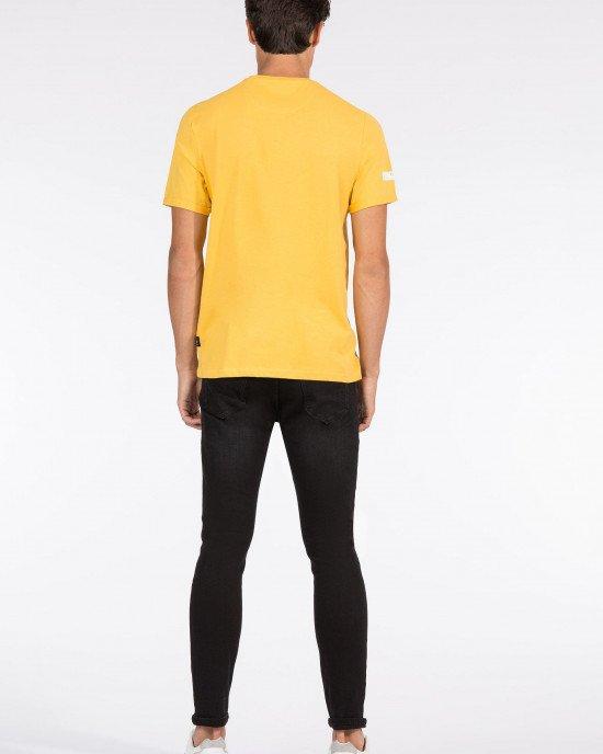 Футболка Regular Fit желтого цвета в серый принт