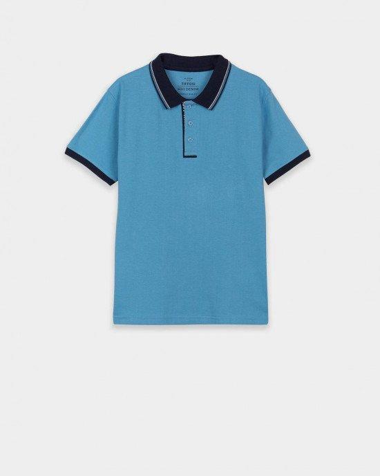 Футболка поло голубого цвета с синим воротником