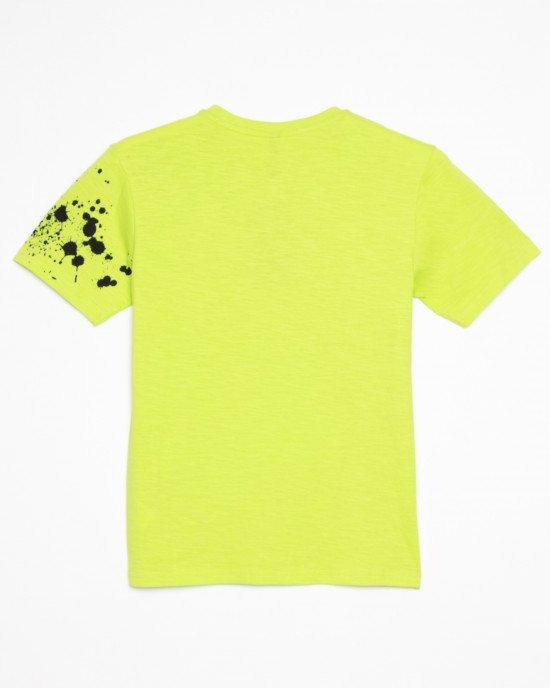 Футболка зеленого цвета с черной абстракцией