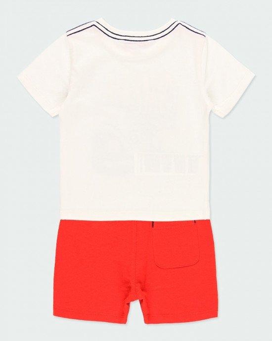 Комплект (футболка + шорты) кремового с красным цветов