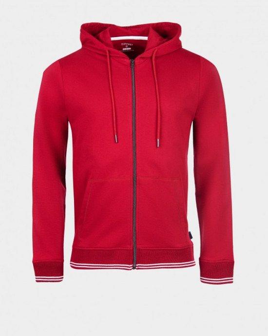 Толстовка красного цвета с карманами