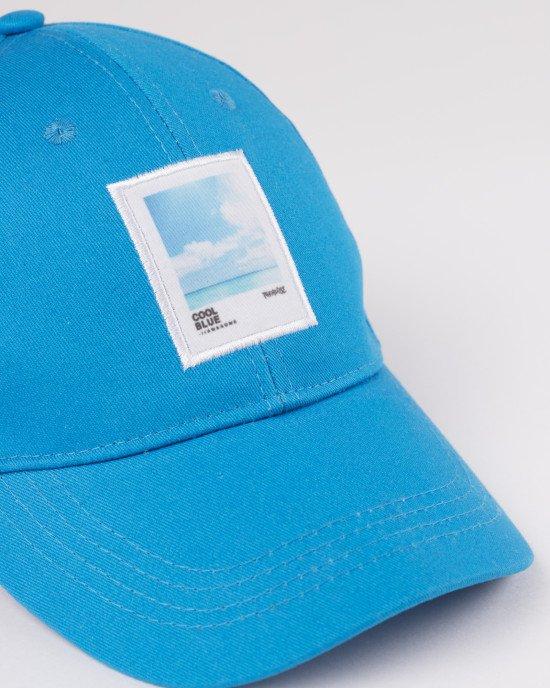 Кепка голубого цвета с аппликацией