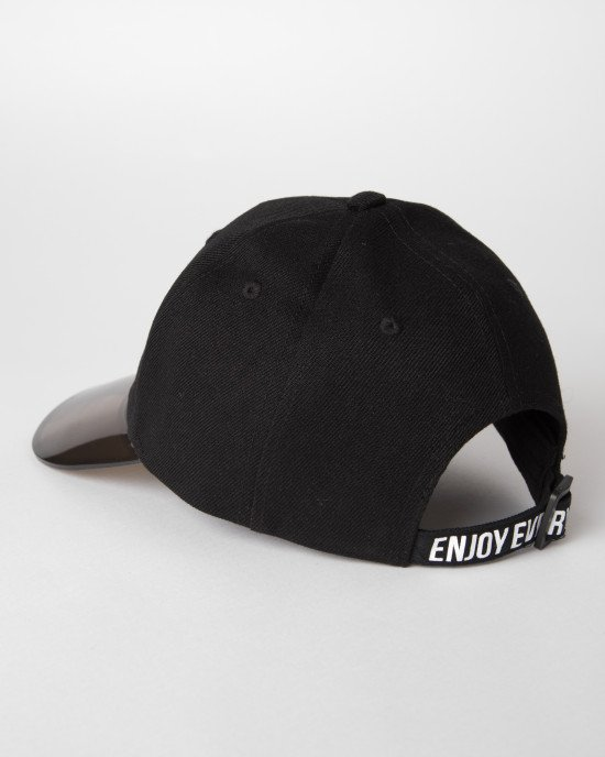 Кепка черного цвета с полупрозрачным козырьком