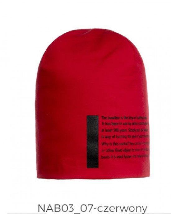 Шапка красного цвета с текстовым принтом